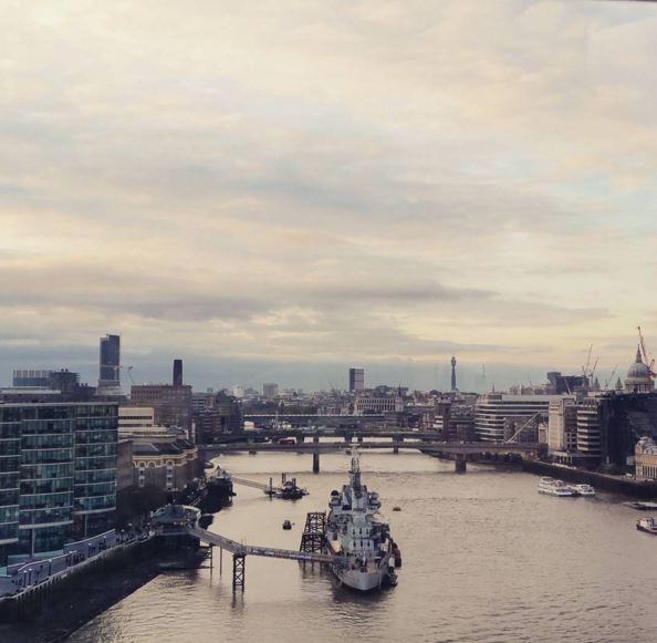 Prachtig uitzicht over de stad vanaf de hoogste galerij van de Tower Bridge!
