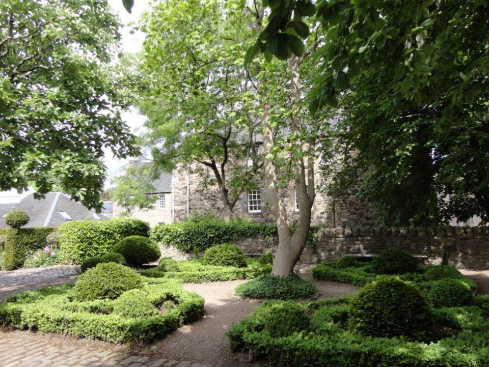 Dunbars Close Gardens