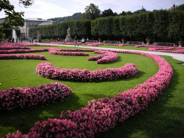 De fleurige tuinen van Schloss Mirabell, beroemd door de film The Sound of Music (Foto: Corinne Marsman)