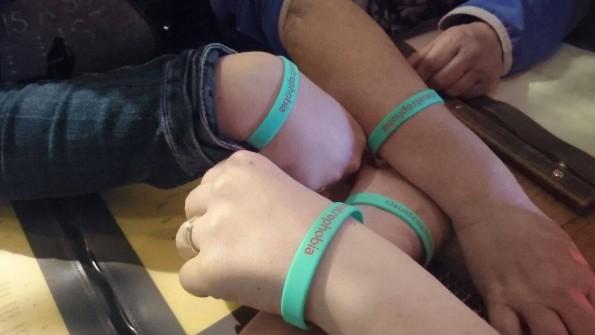 We zijn apetrots op de armbandjes die we kregen!