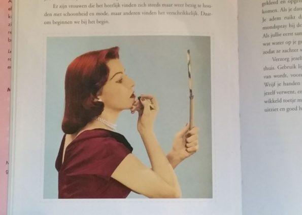 Het boekje is voorzien van leuke retro ogende foto's.
