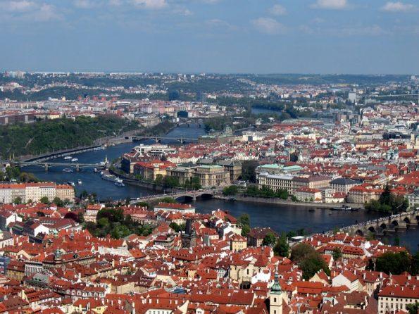Prachtig uitzicht over Praag vanaf de Petrinheuvel.