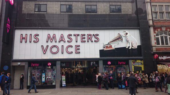 De gevel van HMV in Oxford Street