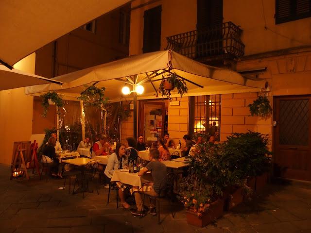 Het gezellige terras van Osteria Rosolo