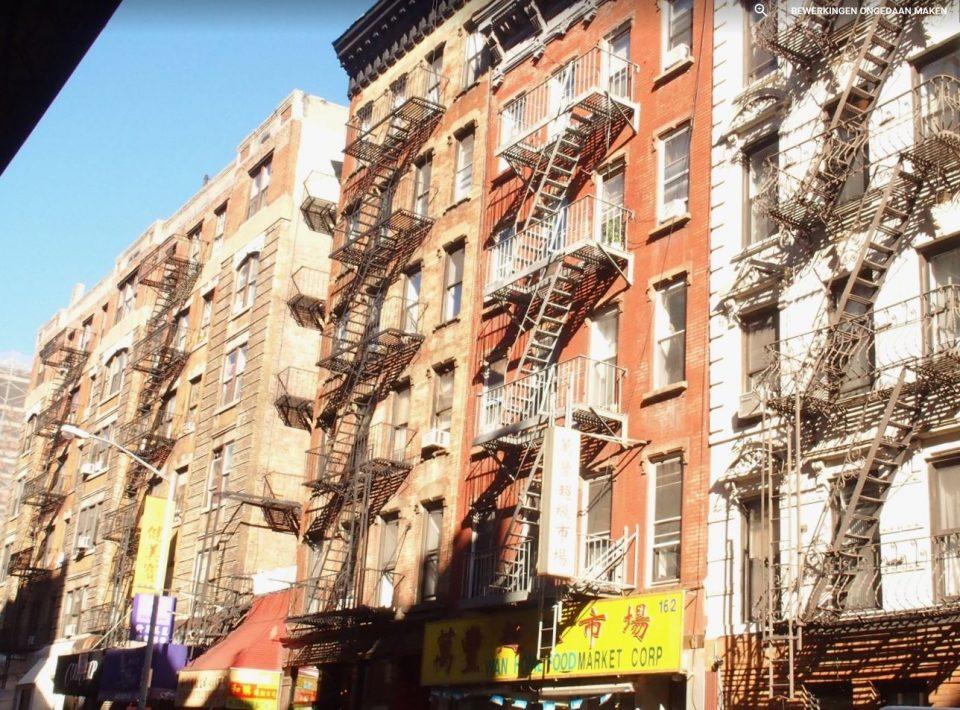 De karakteristieke brandtrappen van dit oude gedeelte van New York.